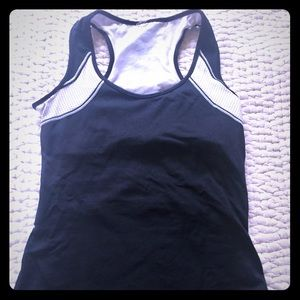 Tops - Black & white athletic top